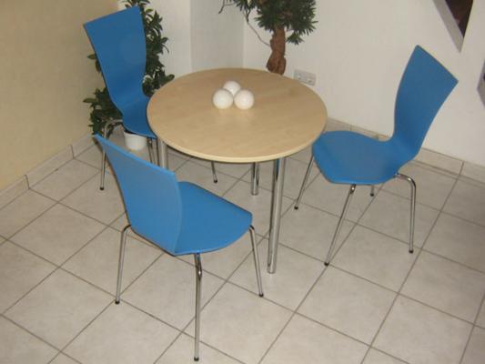 runder kantinentisch runde kantinentische bistrotische. Black Bedroom Furniture Sets. Home Design Ideas